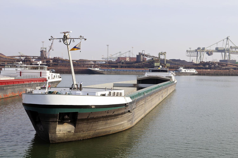 binnenvaart-tanker-vessel-marine