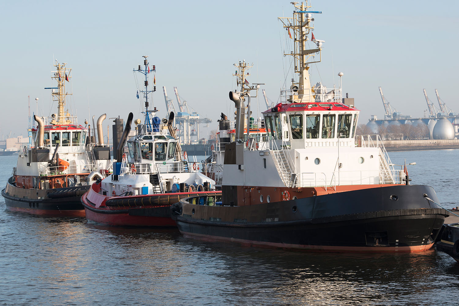 tugs-vessel-slepers-commercial-fenders-stootwillen-heavy-duty